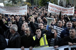 Cyprus employees protesting outside Bank