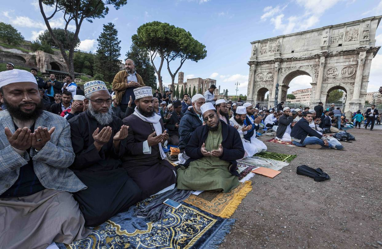 With Small Muslim Community, Italy Tries to Stop Extremism Before It Gets Started  12/1/16